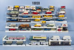 Konv. 50 H0 Modellfahrzeuge, dabei Lkw, Pkw, Oldtimer, Einsatzfahrzeuge usw., teilweise ...
