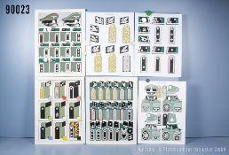 Konv. 8 originale farbige Zeichnungen zum Thema Uniformierung und Effekten der Waffen-SS ...