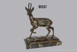 "Bronzeskulptur, Rehbock, auf Marmorsockel, signiert ""Guradze/Echte Bronze"", Hans Guradze ..."