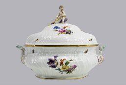 Große Porzellan Suppenterrine, Meissen, aus dem Service für Kaiser Wilhelm II. ...
