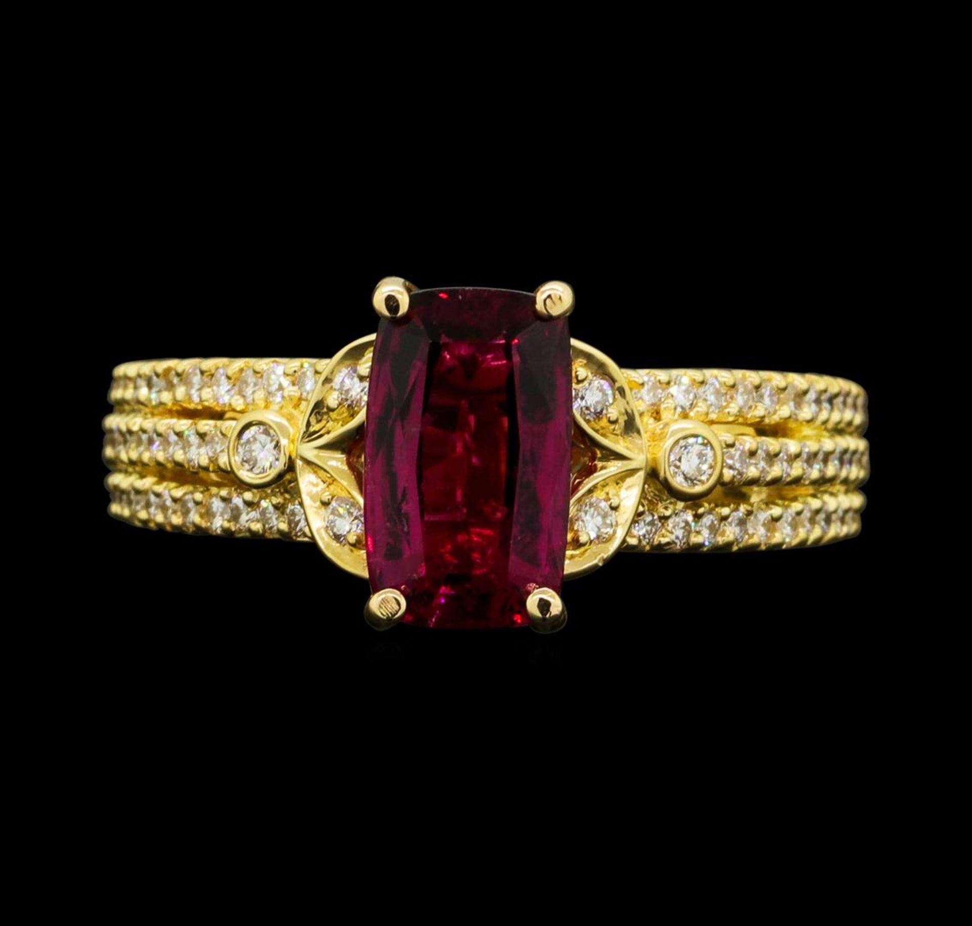 1.50 ct Pink Tourmaling And Diamond Ring - 18KT Yellow Gold - Image 2 of 5