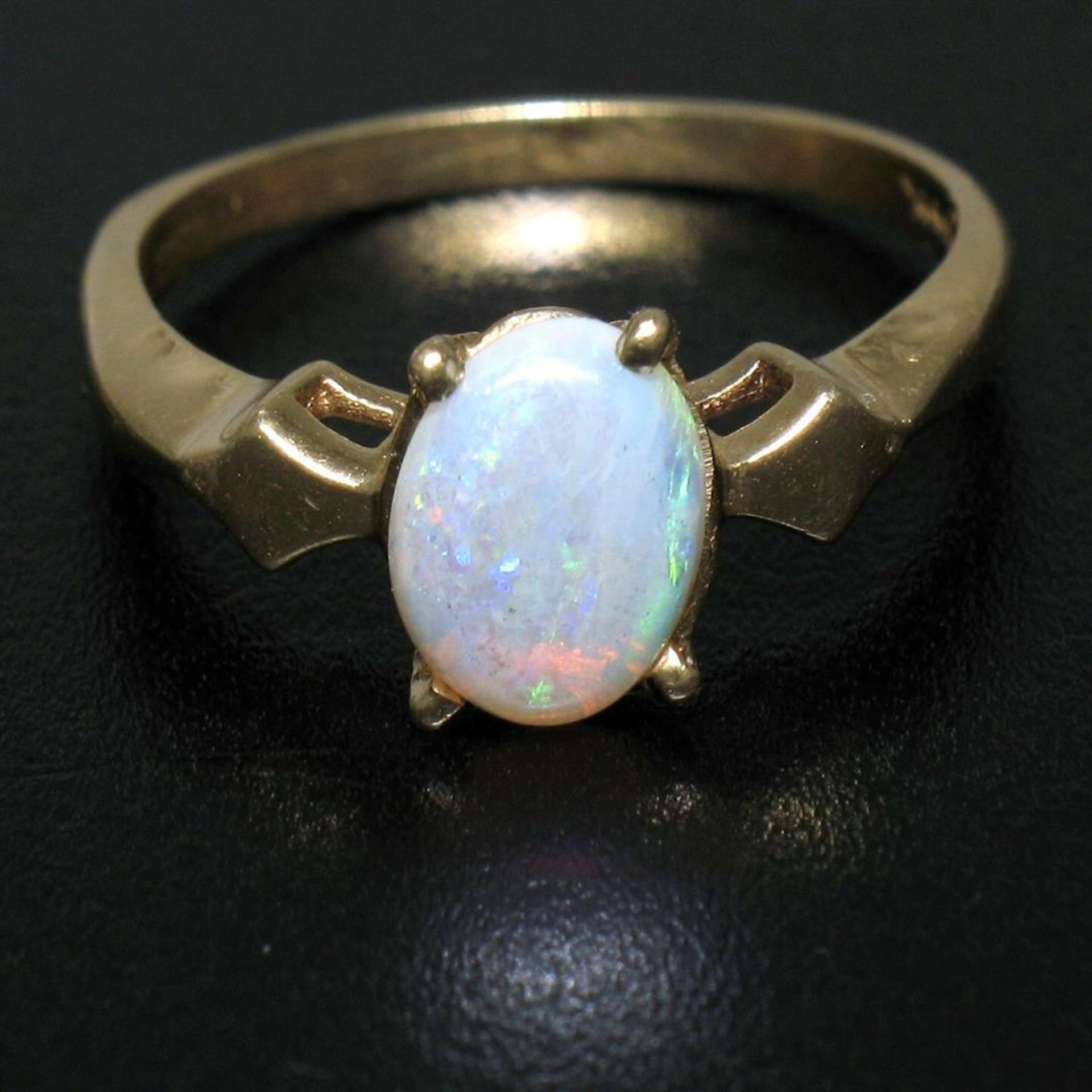Vintage 14K Yellow Gold 0.65ct Petite Oval Cabochon Opal Solitaire Ring Size 6 - Image 7 of 9