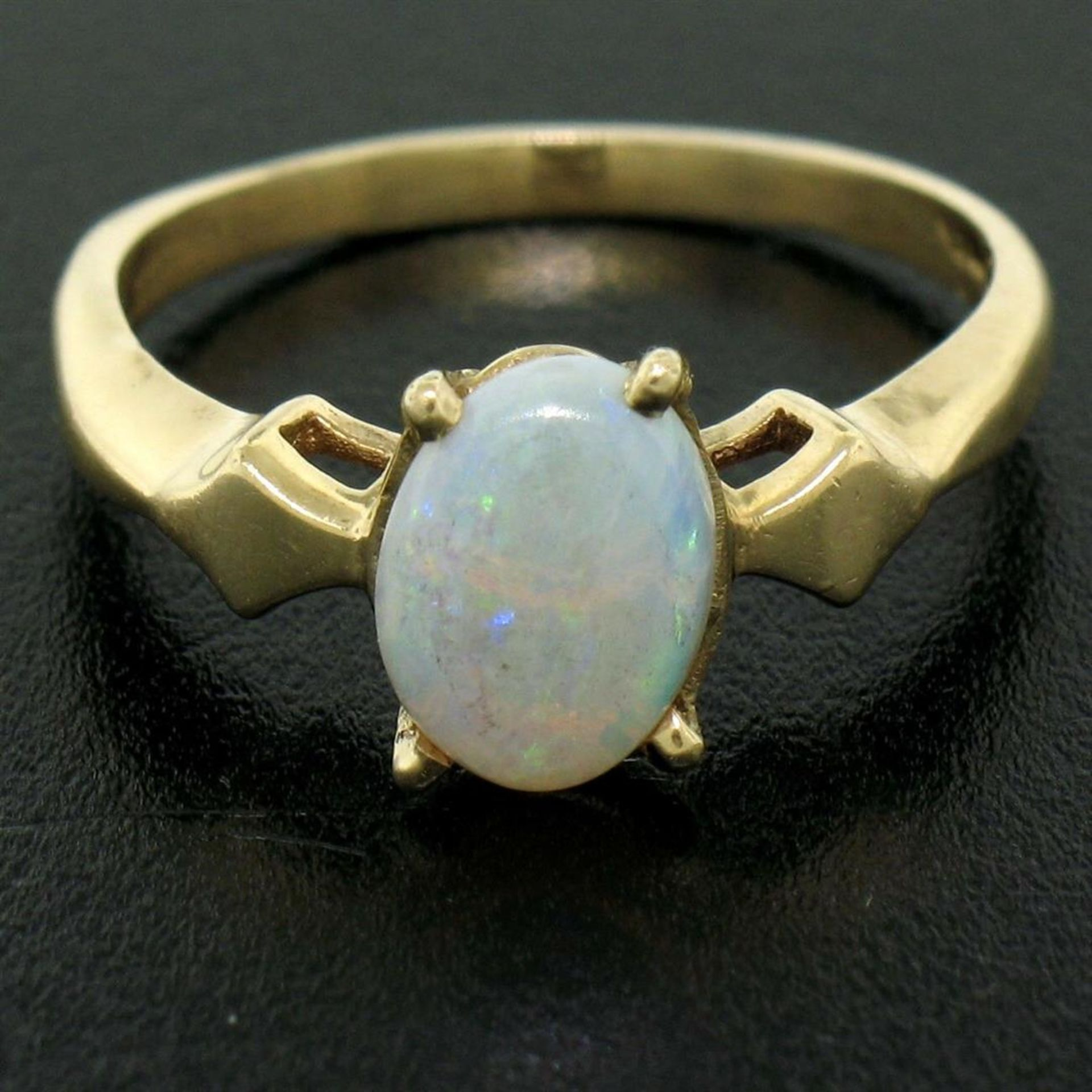 Vintage 14K Yellow Gold 0.65ct Petite Oval Cabochon Opal Solitaire Ring Size 6 - Image 8 of 9