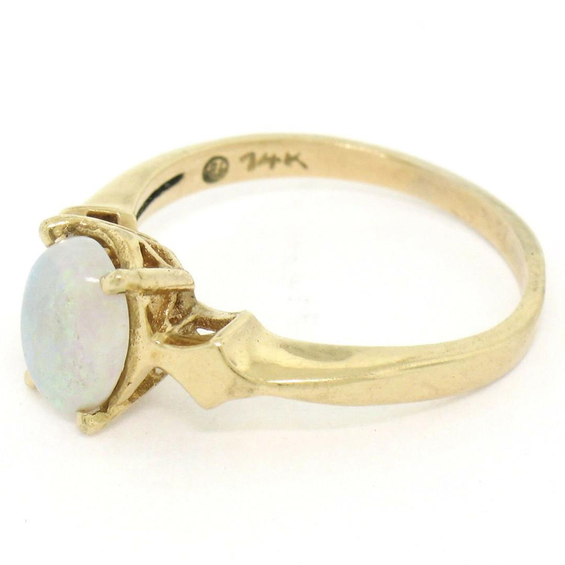 Vintage 14K Yellow Gold 0.65ct Petite Oval Cabochon Opal Solitaire Ring Size 6 - Image 3 of 9