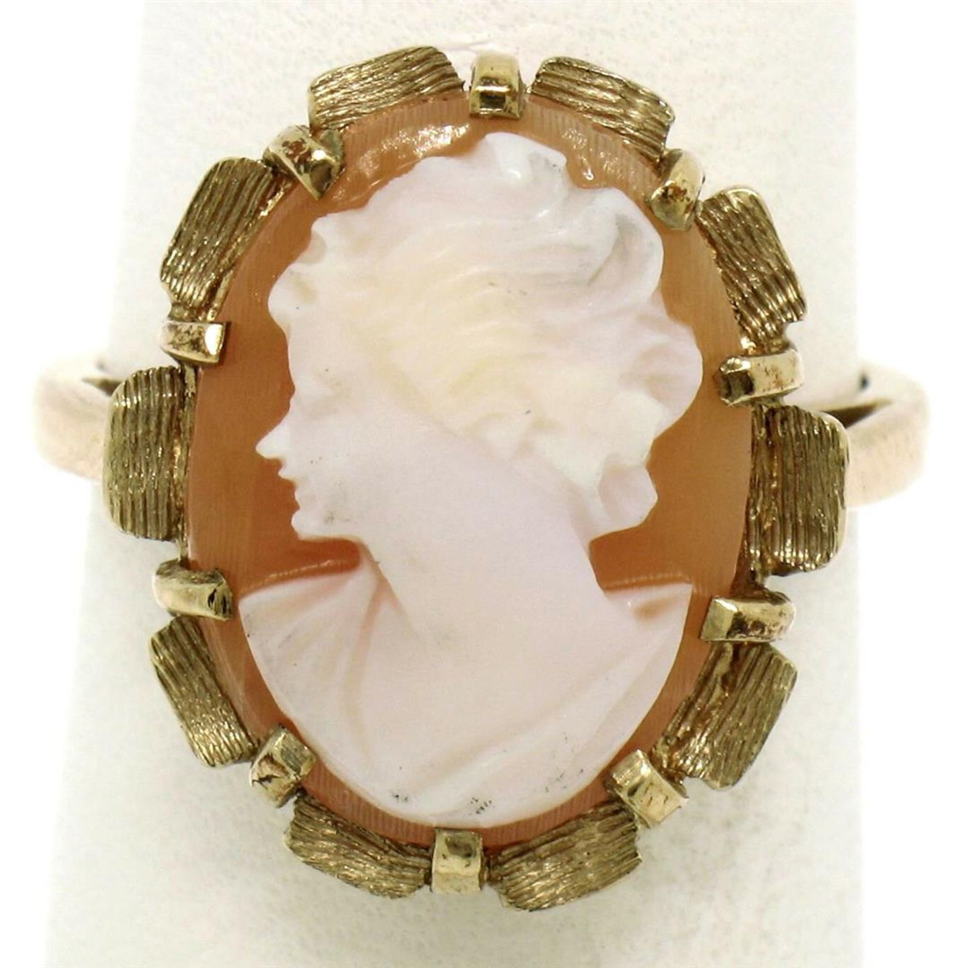 Vintage 14k Yellow Gold Oval Carved Shell Cameo Ring w/ Brushed Finish Frame - Image 3 of 8