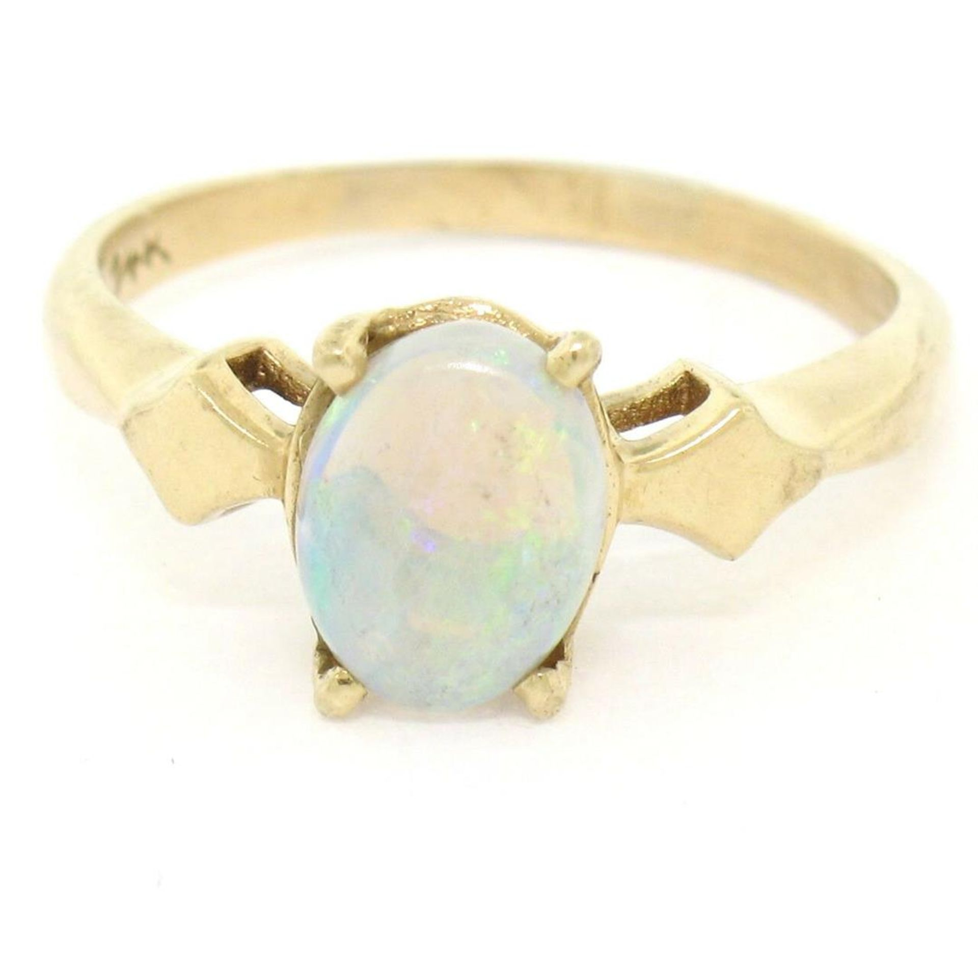 Vintage 14K Yellow Gold 0.65ct Petite Oval Cabochon Opal Solitaire Ring Size 6