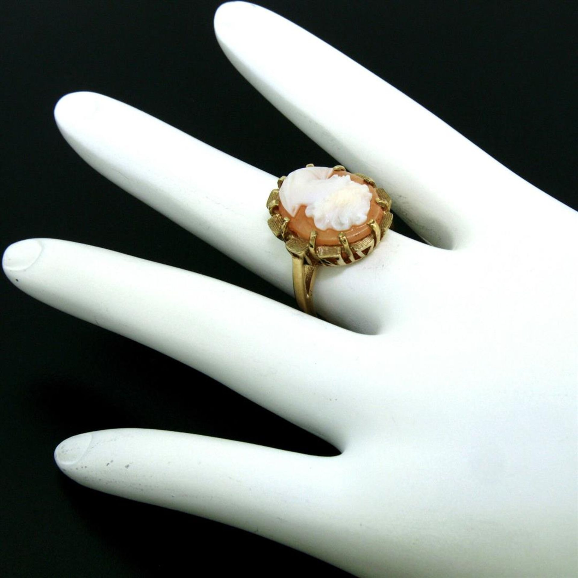 Vintage 14k Yellow Gold Oval Carved Shell Cameo Ring w/ Brushed Finish Frame - Image 4 of 8