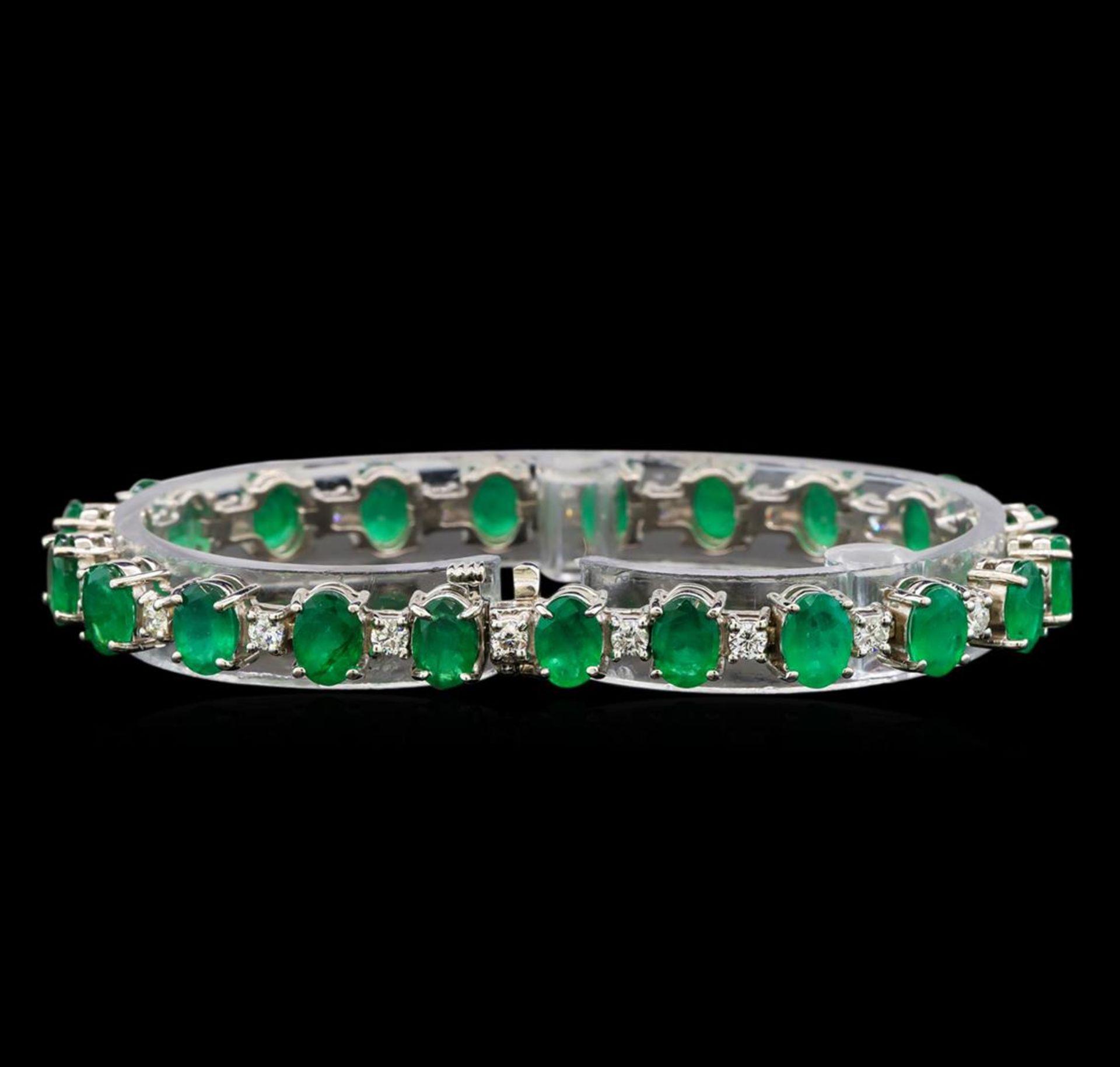 14KT White Gold 15.83 ctw Emerald and Diamond Bracelet - Image 2 of 4