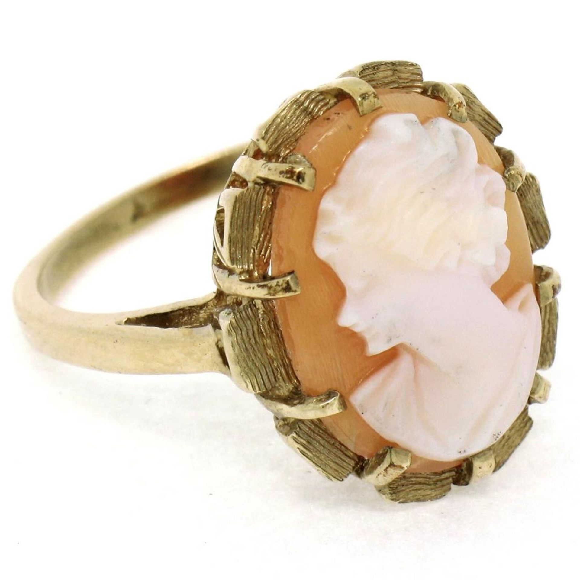 Vintage 14k Yellow Gold Oval Carved Shell Cameo Ring w/ Brushed Finish Frame - Image 7 of 8