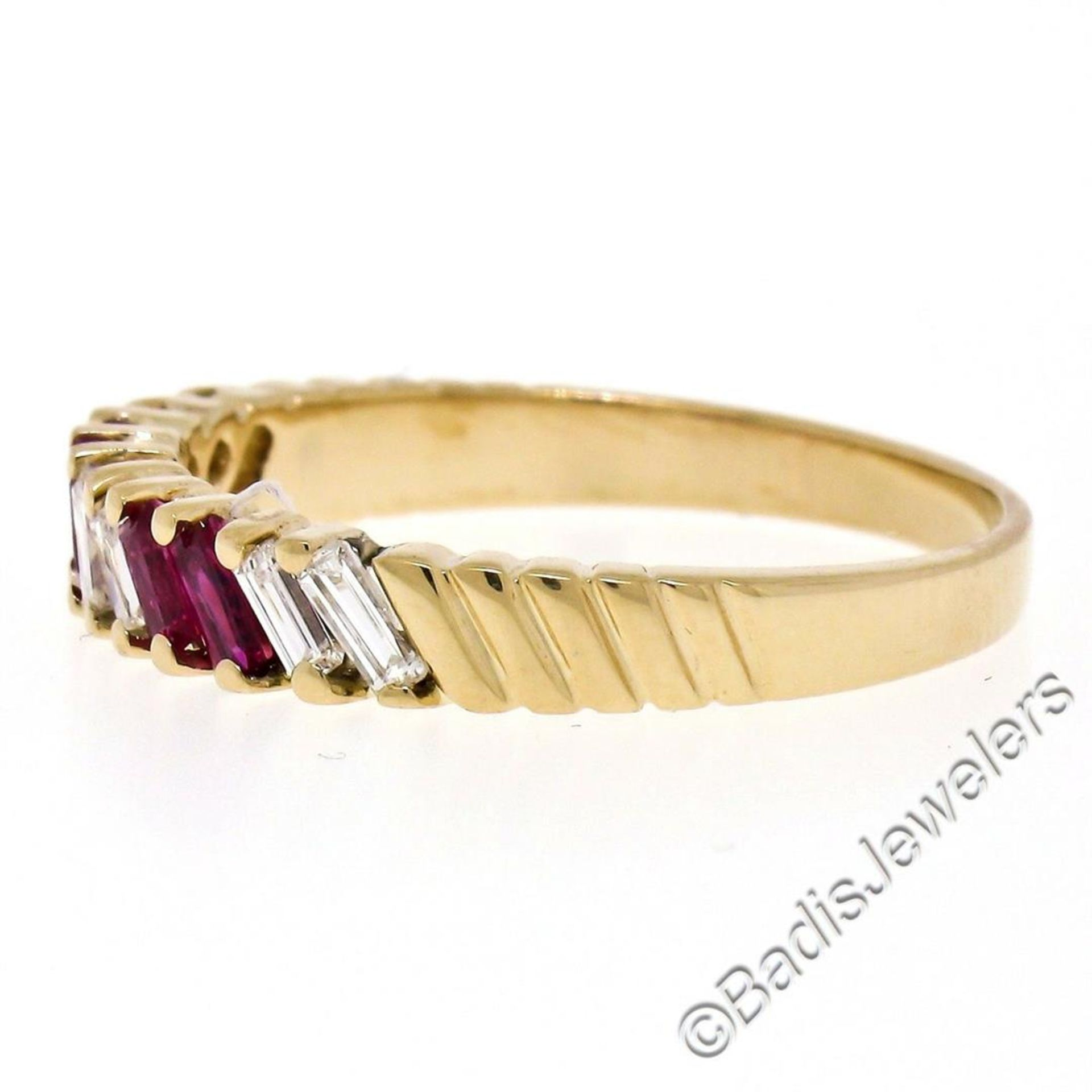 Vintage 18kt Yellow Gold 0.75ctw Baguette Diamond and Ruby Band Ring - Image 2 of 6