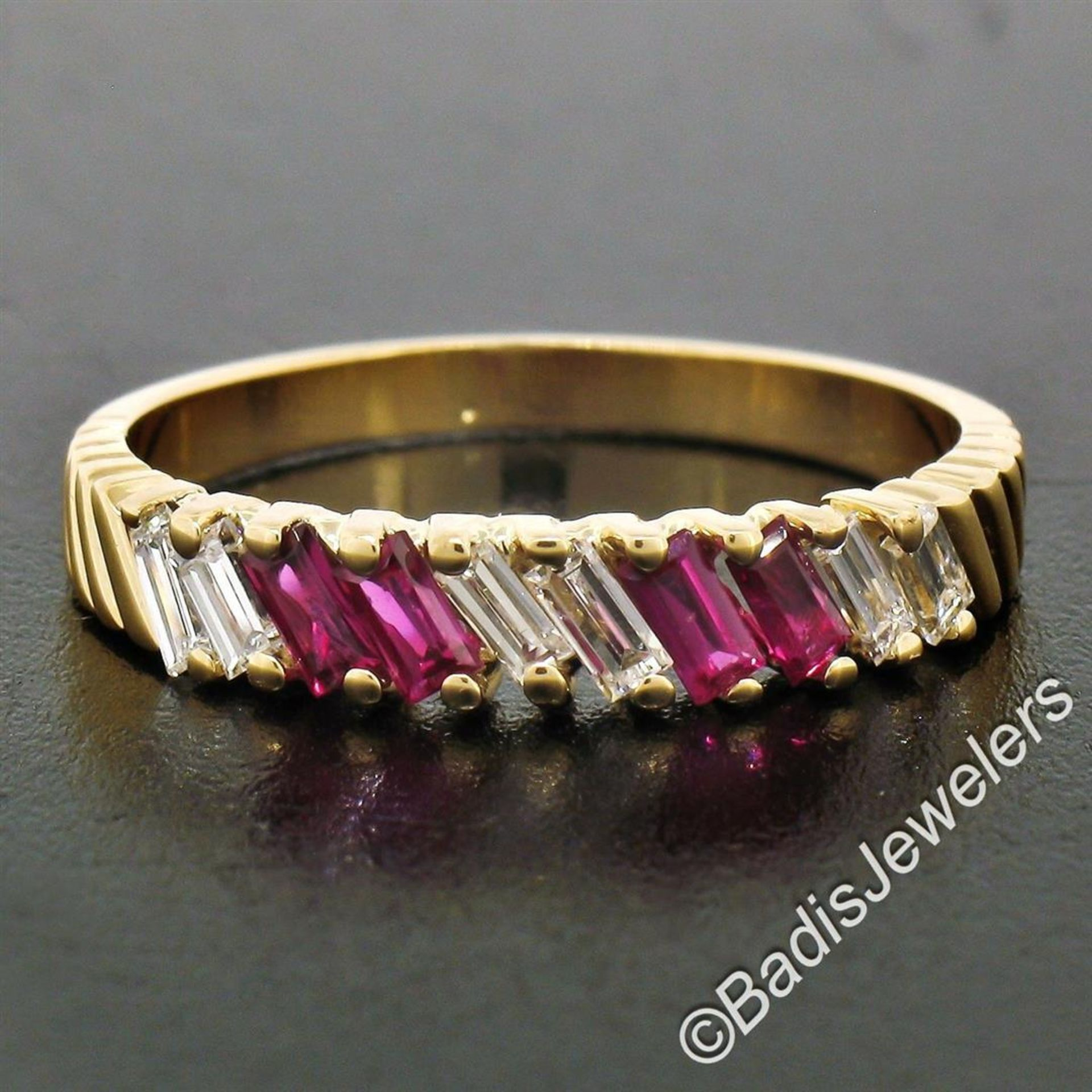 Vintage 18kt Yellow Gold 0.75ctw Baguette Diamond and Ruby Band Ring - Image 5 of 6