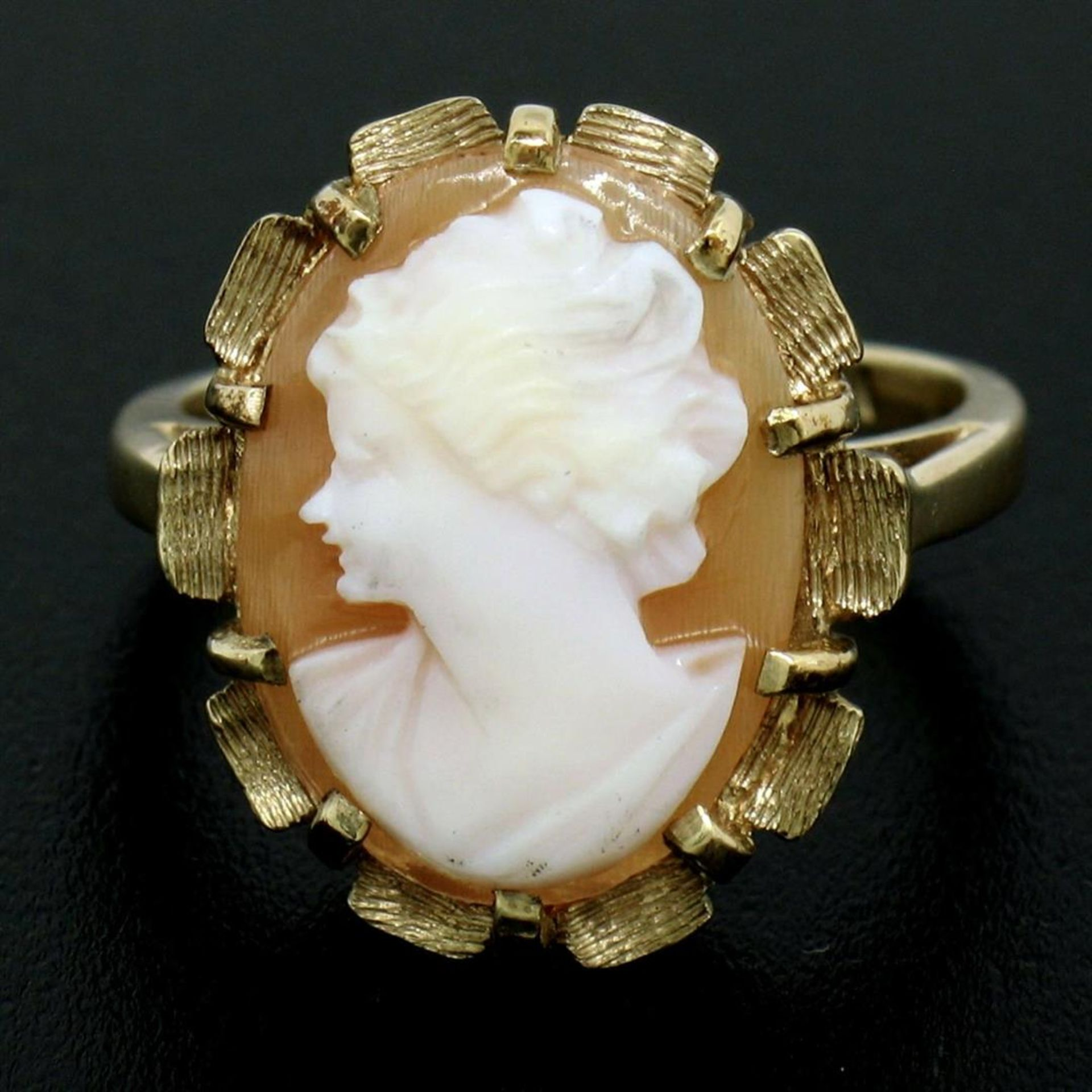 Vintage 14k Yellow Gold Oval Carved Shell Cameo Ring w/ Brushed Finish Frame - Image 2 of 8