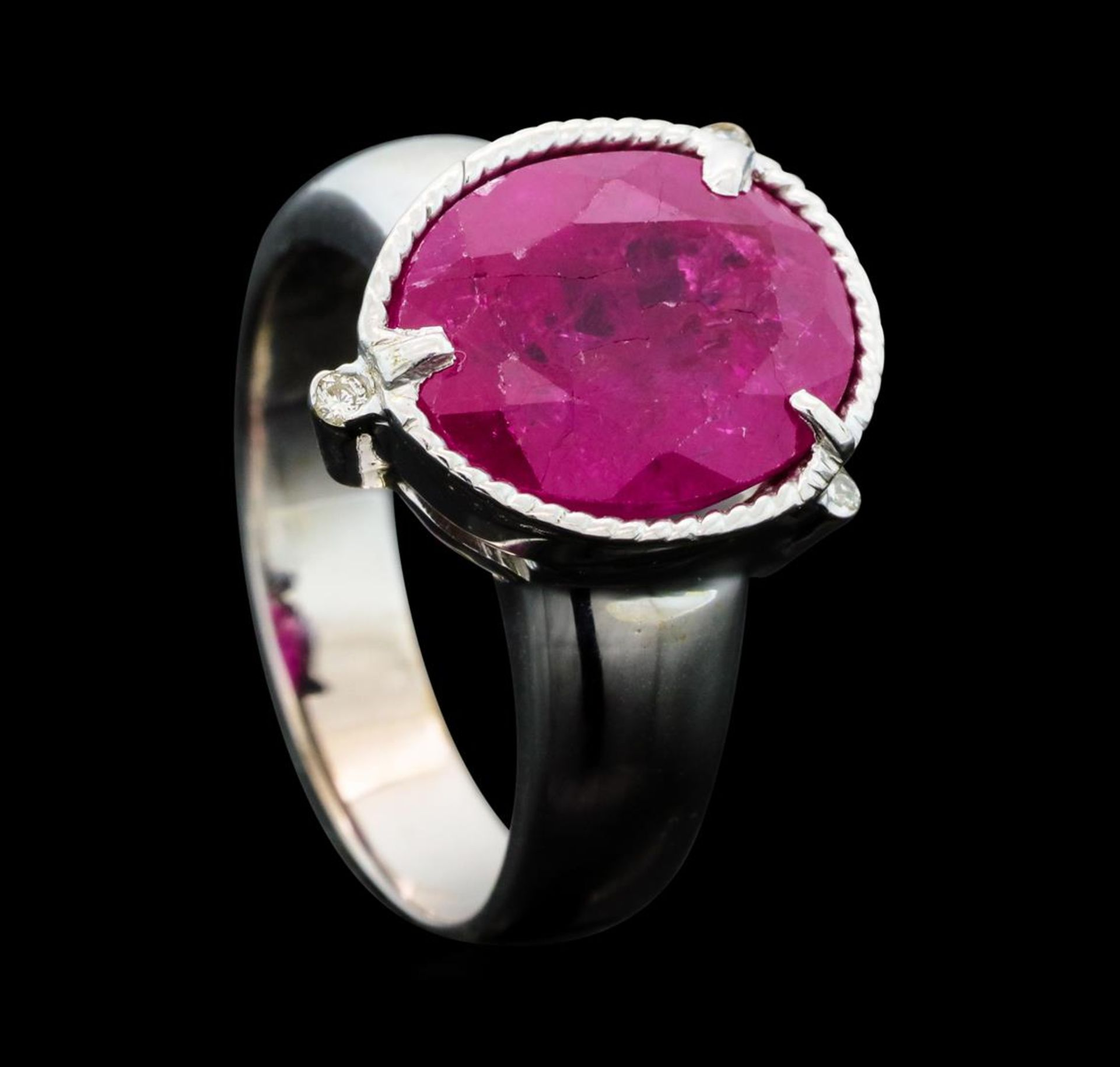 5.85 ct Ruby And Diamond Ring - 14KT Yellow Gold with Rhodium Plating - Image 4 of 5