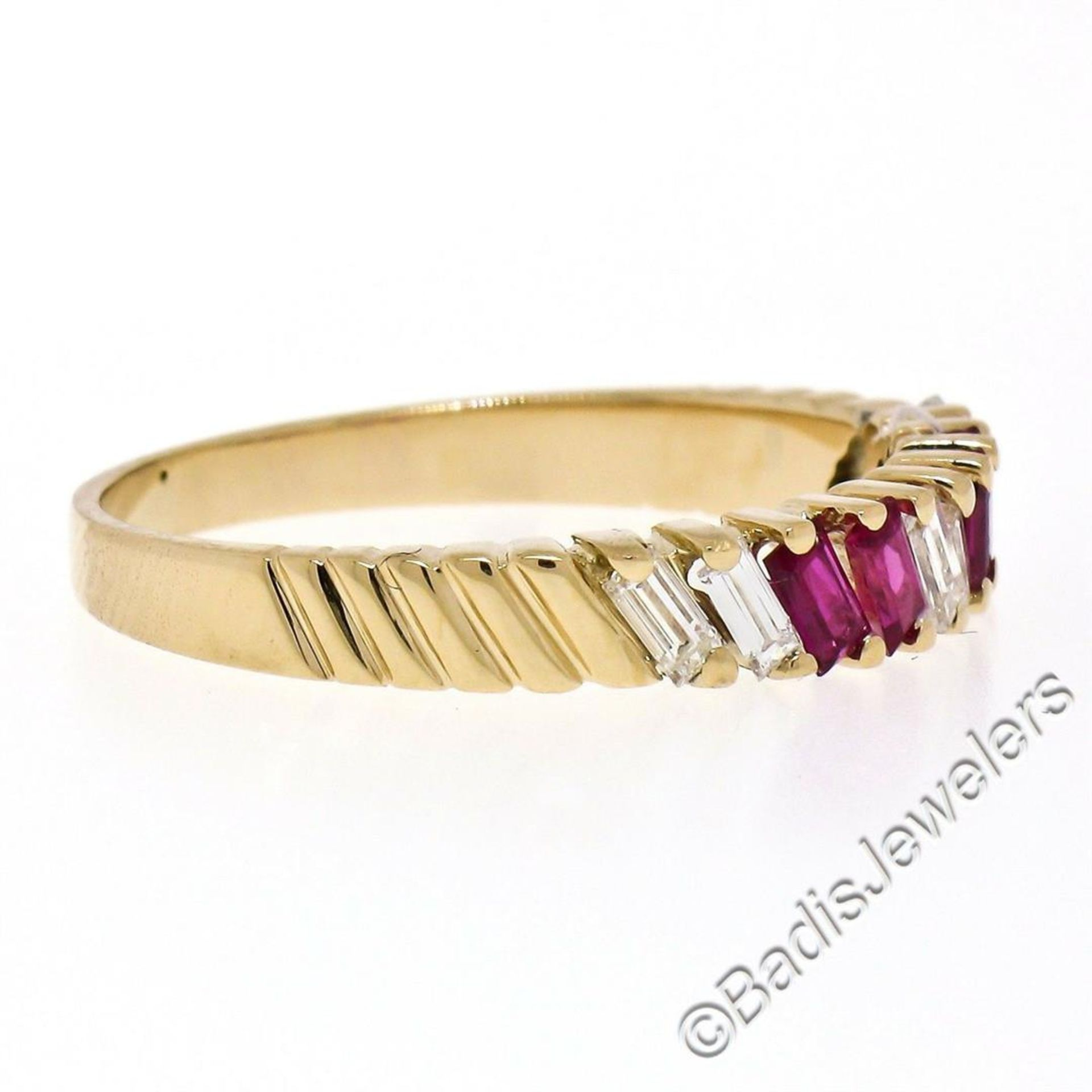 Vintage 18kt Yellow Gold 0.75ctw Baguette Diamond and Ruby Band Ring - Image 3 of 6
