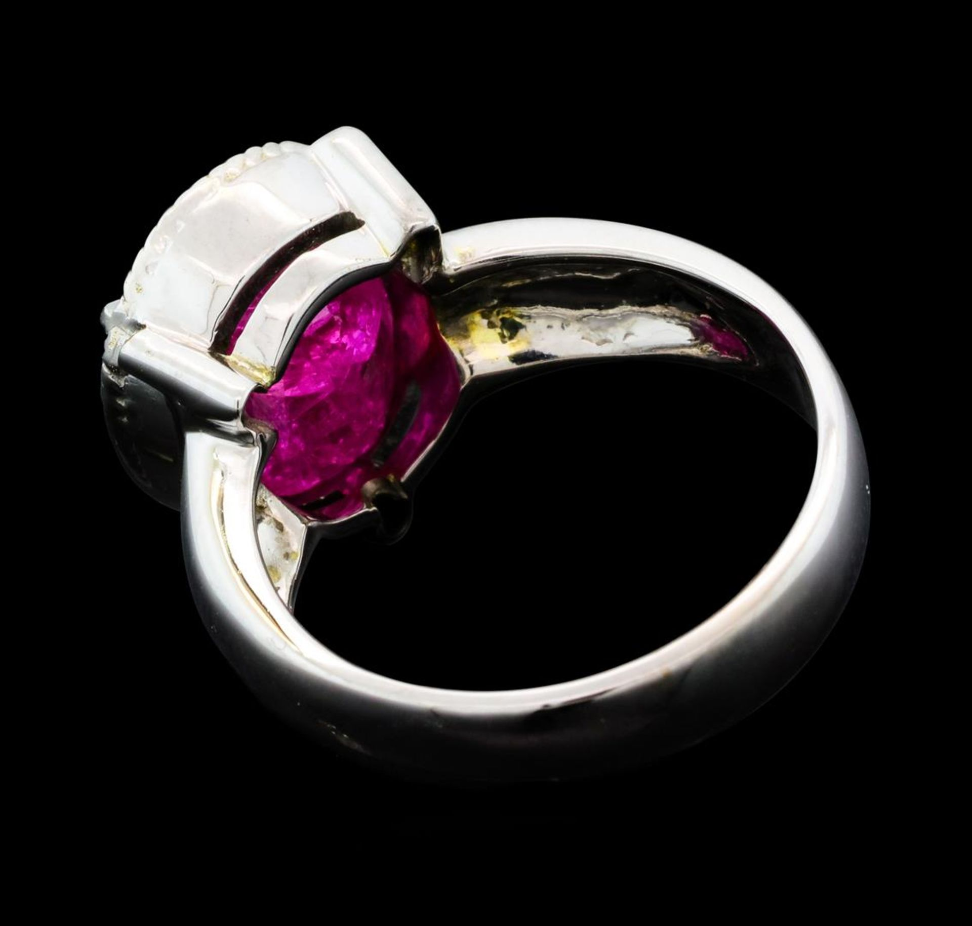 5.85 ct Ruby And Diamond Ring - 14KT Yellow Gold with Rhodium Plating - Image 3 of 5