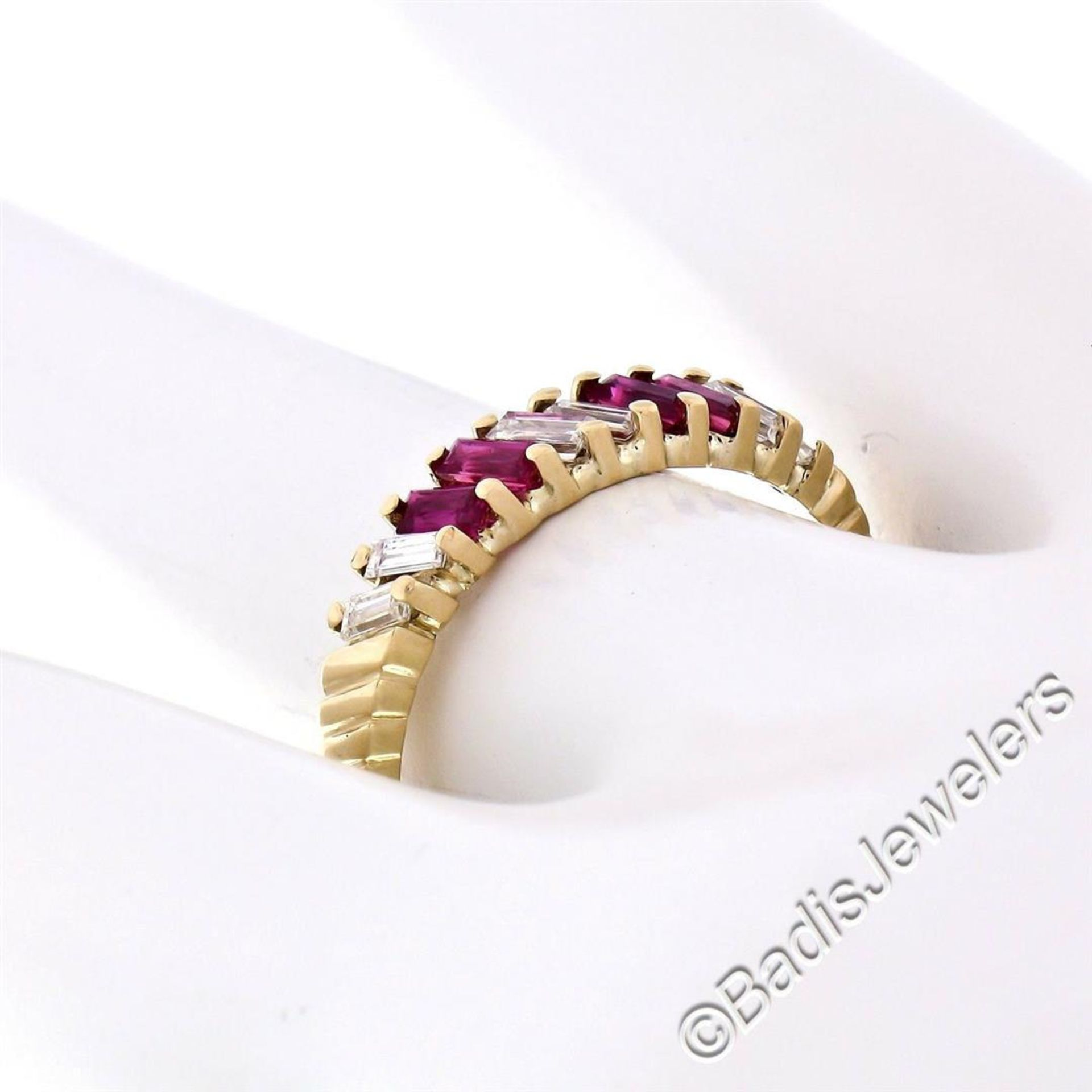Vintage 18kt Yellow Gold 0.75ctw Baguette Diamond and Ruby Band Ring - Image 6 of 6