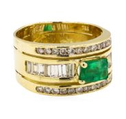 0.90 ct ct Emerald and Diamond Ring - 18KT Yellow Gold