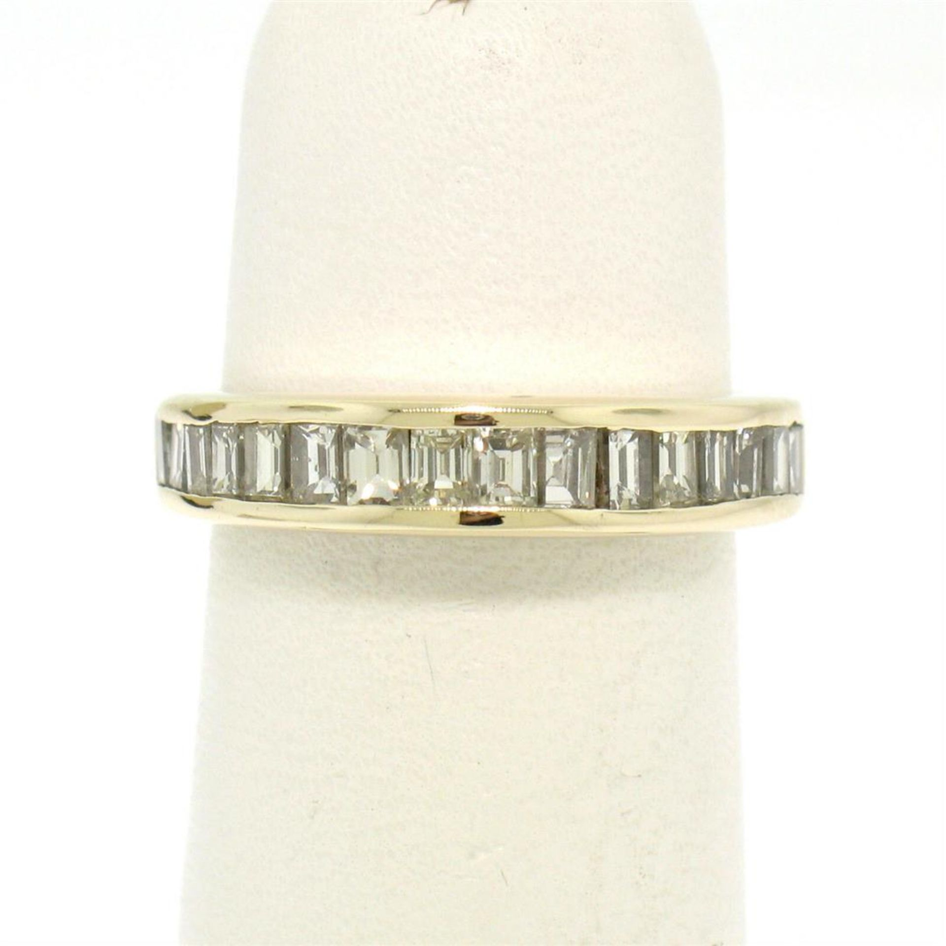 14kt Yellow Gold 1.00 ctw Baguette Diamond Channel Domed Wedding Band Ring - Image 3 of 9