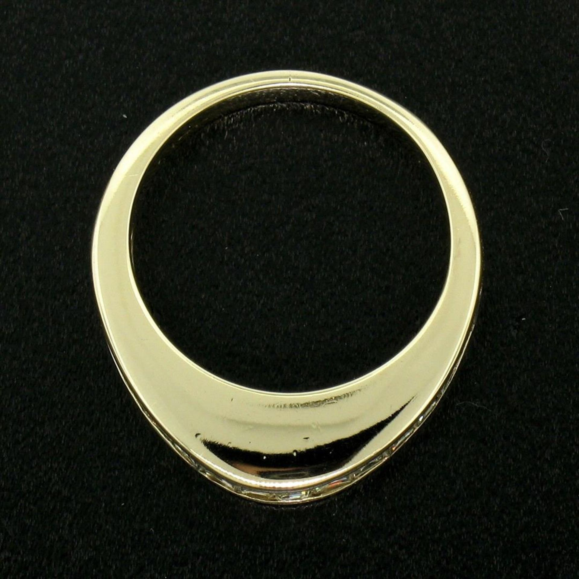 14kt Yellow Gold 1.00 ctw Baguette Diamond Channel Domed Wedding Band Ring - Image 7 of 9