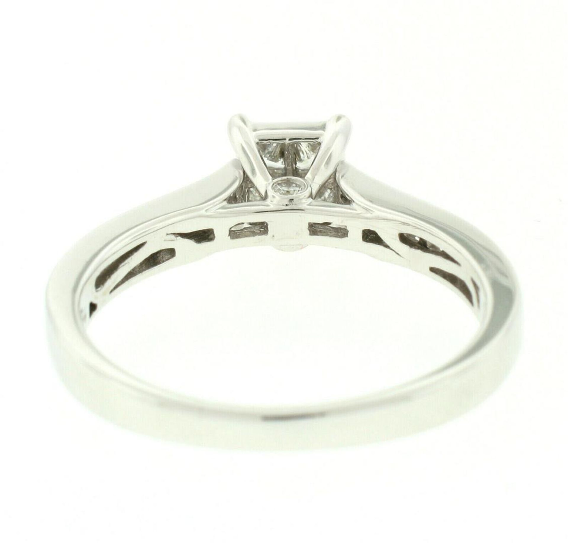 14k White Gold 0.79ctw Illusion Solitaire Princess Cut Diamond Engagement Ring - Image 4 of 8
