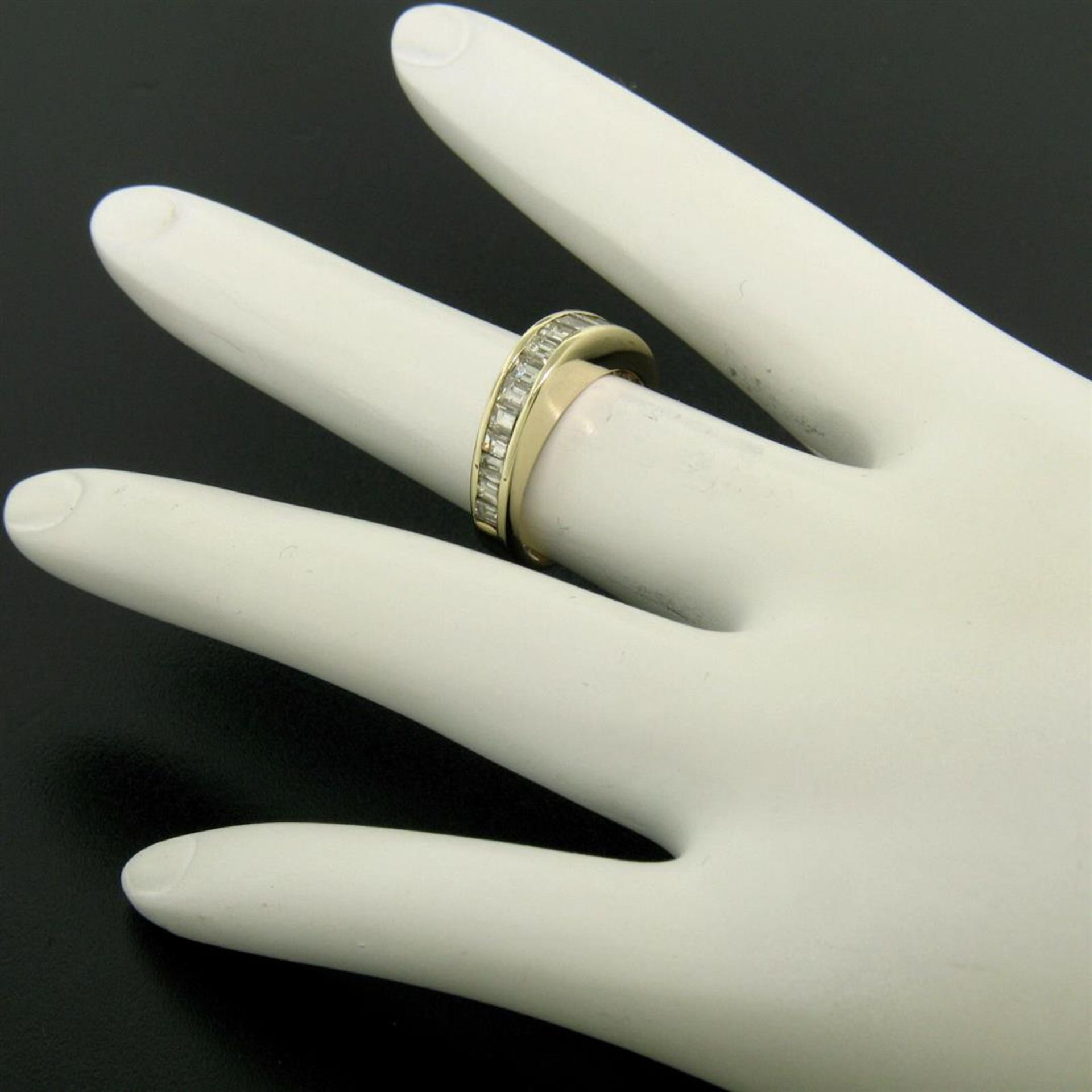 14kt Yellow Gold 1.00 ctw Baguette Diamond Channel Domed Wedding Band Ring - Image 8 of 9