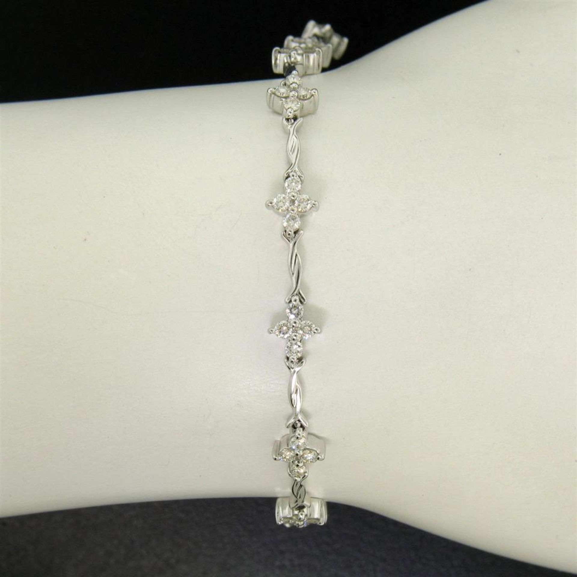 18K White Gold 1.65ctw Diamond Flower Cluster Twisted Wire Link Tennis Bracelet - Image 3 of 6