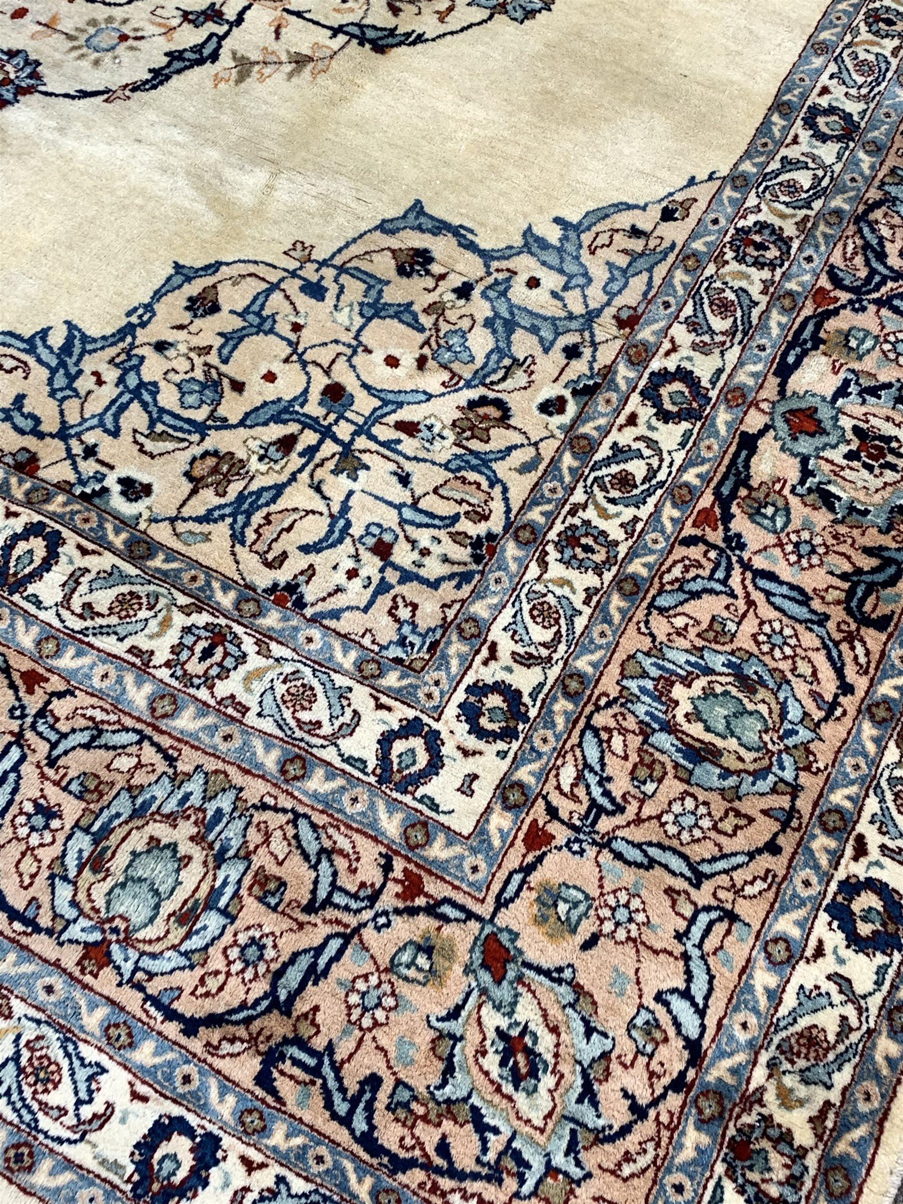 Persian Kashan ground rug - Image 2 of 3