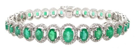 18ct gold graduating oval emerald bracelet