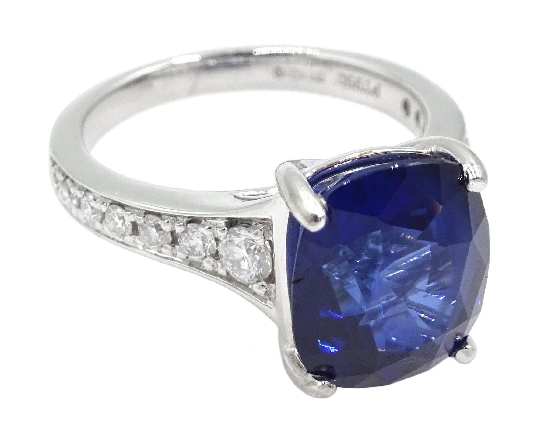 Platinum cushion cut Ceylon sapphire ring - Image 3 of 6
