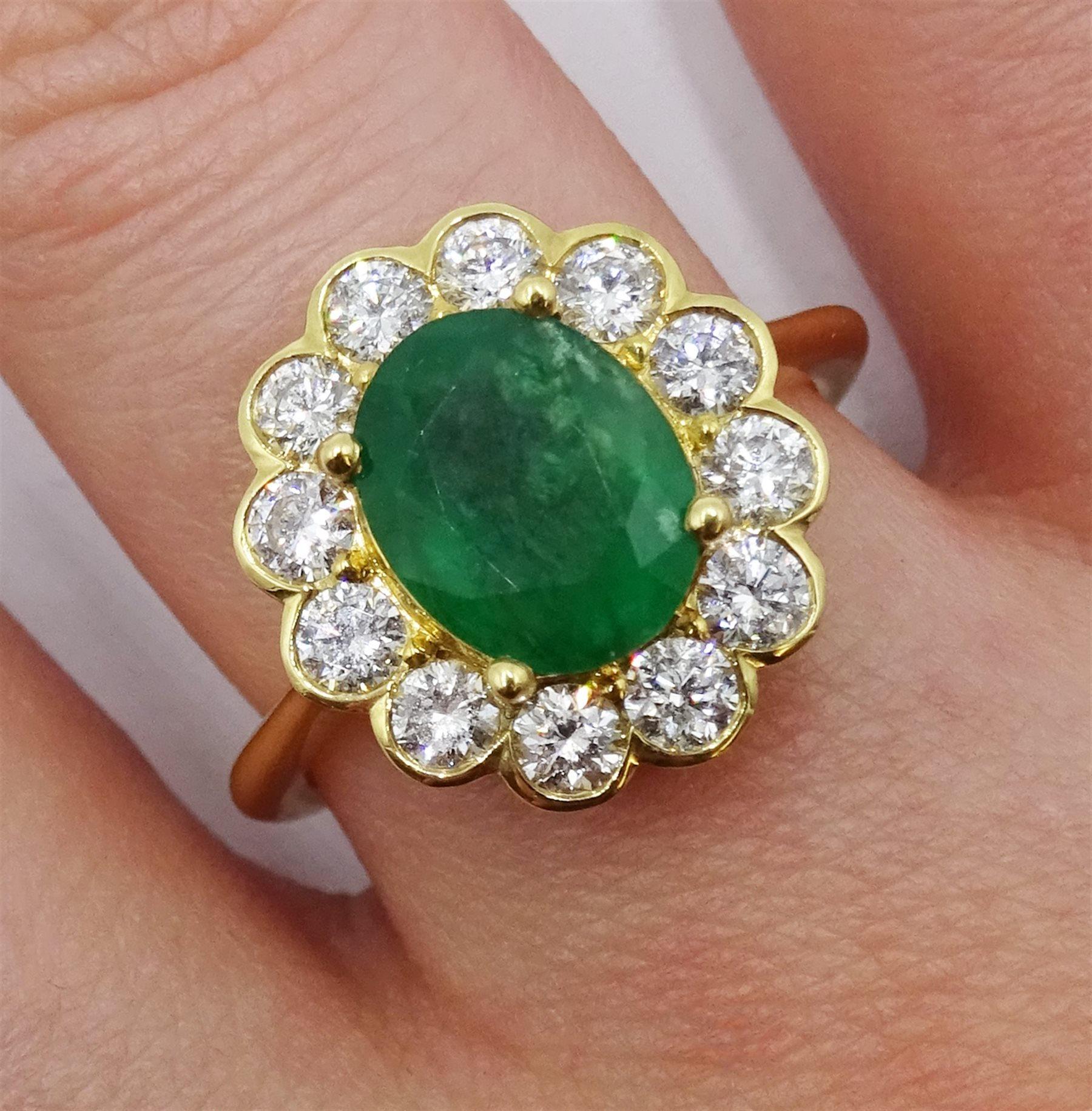 18ct gold oval emerald and diamond cluster ring - Image 2 of 5