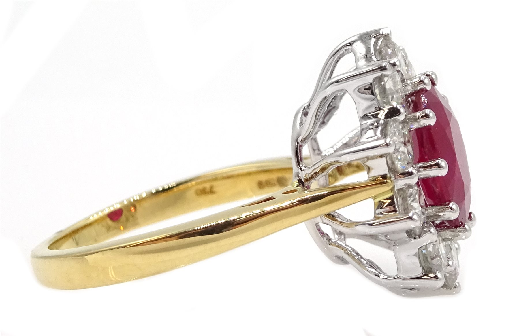18ct gold oval ruby and round brilliant cut diamond cluster ring - Image 4 of 5
