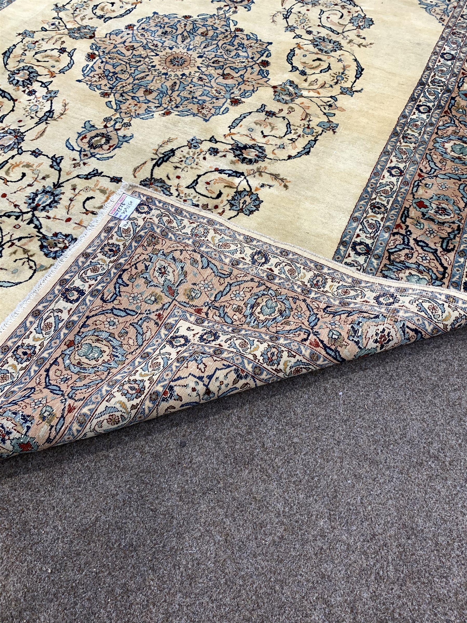 Persian Kashan ground rug - Image 3 of 3