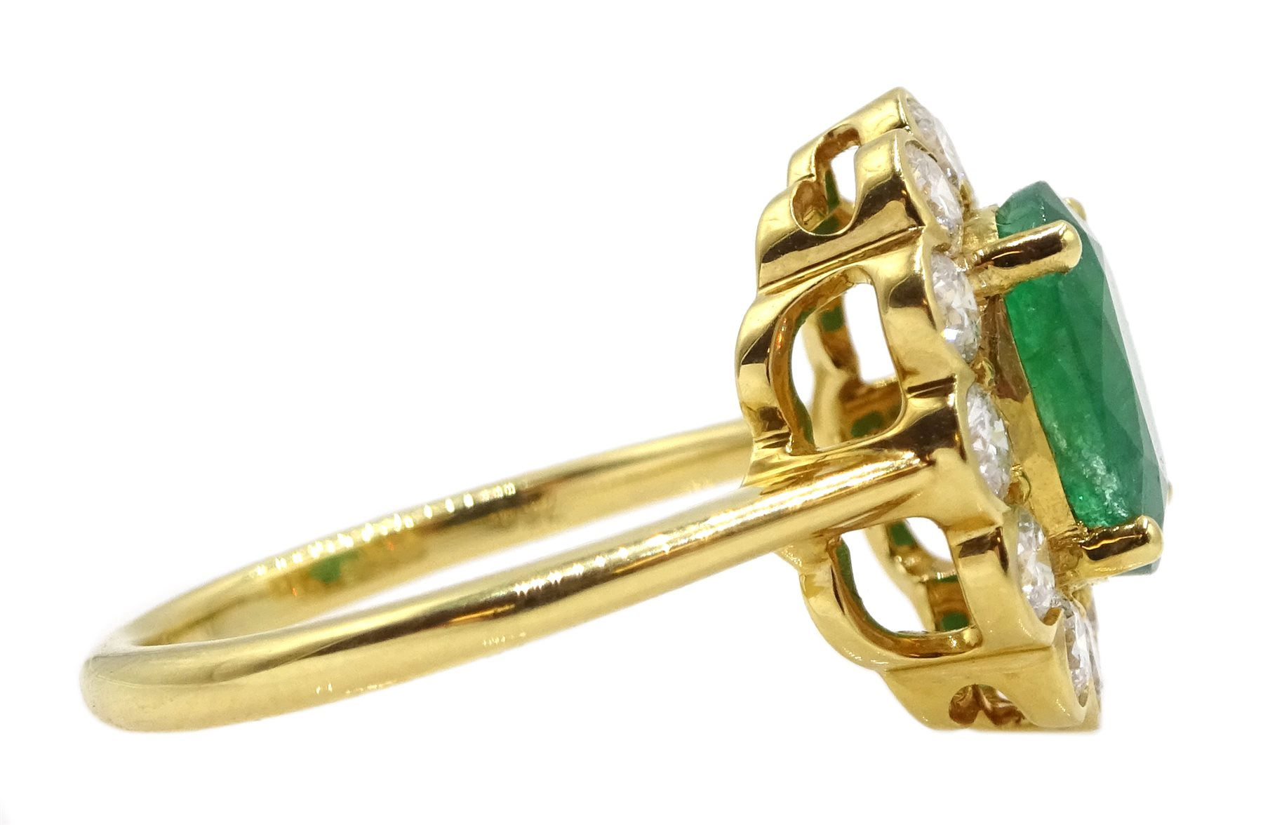 18ct gold oval emerald and diamond cluster ring - Image 4 of 5