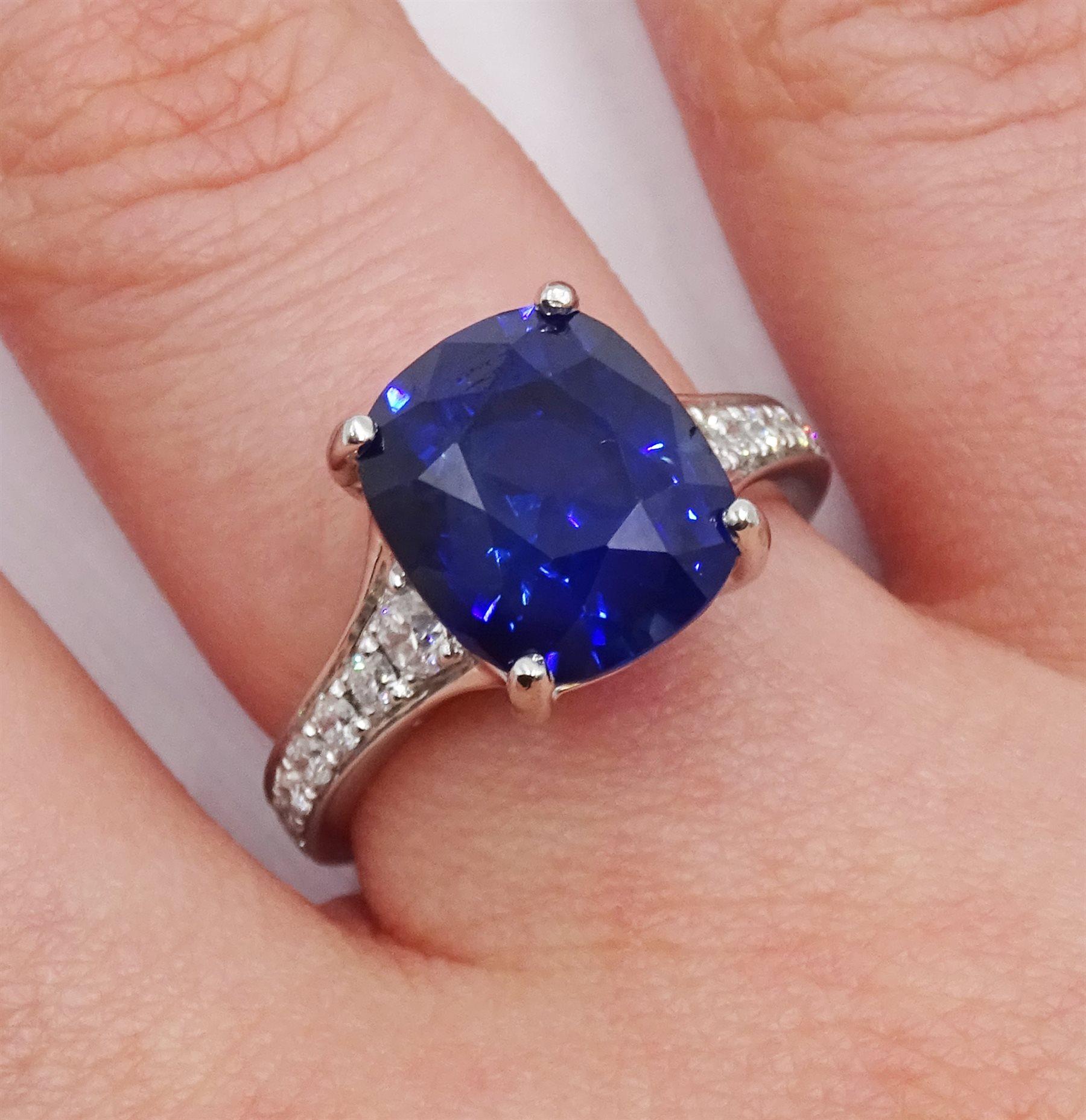 Platinum cushion cut Ceylon sapphire ring - Image 6 of 6