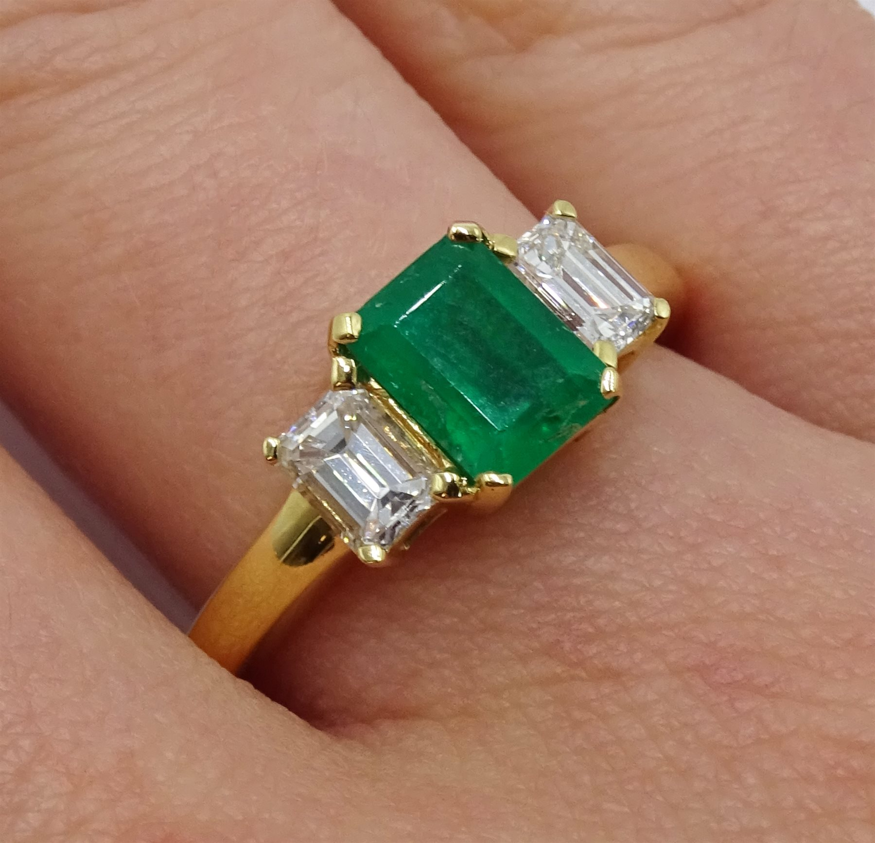 18ct gold emerald and baguette cut diamond ring - Image 2 of 4