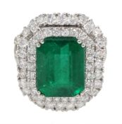 18ct white gold emerald and double halo diamond cluster ring