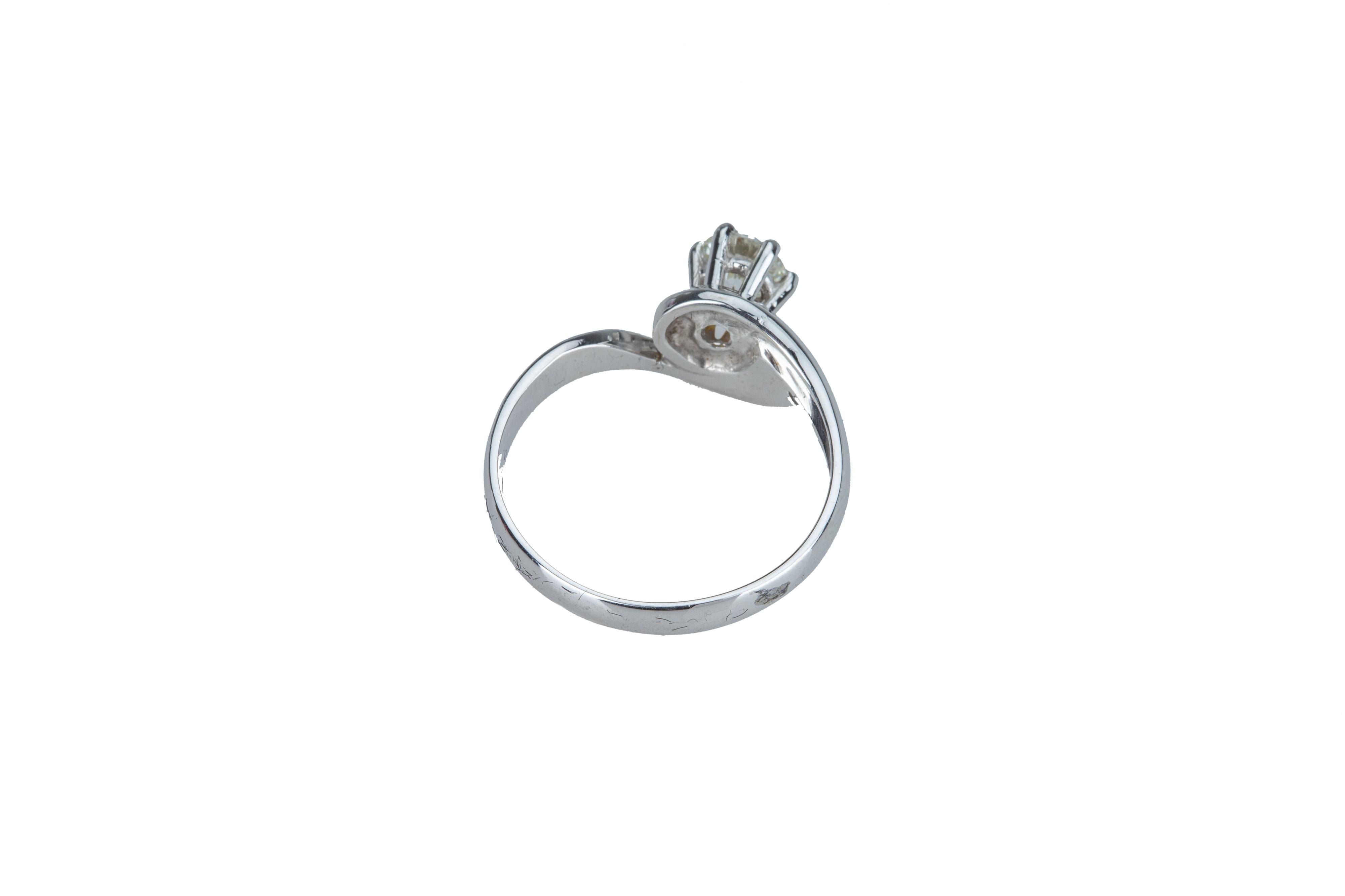 A single stone diamond ring. - Image 3 of 3