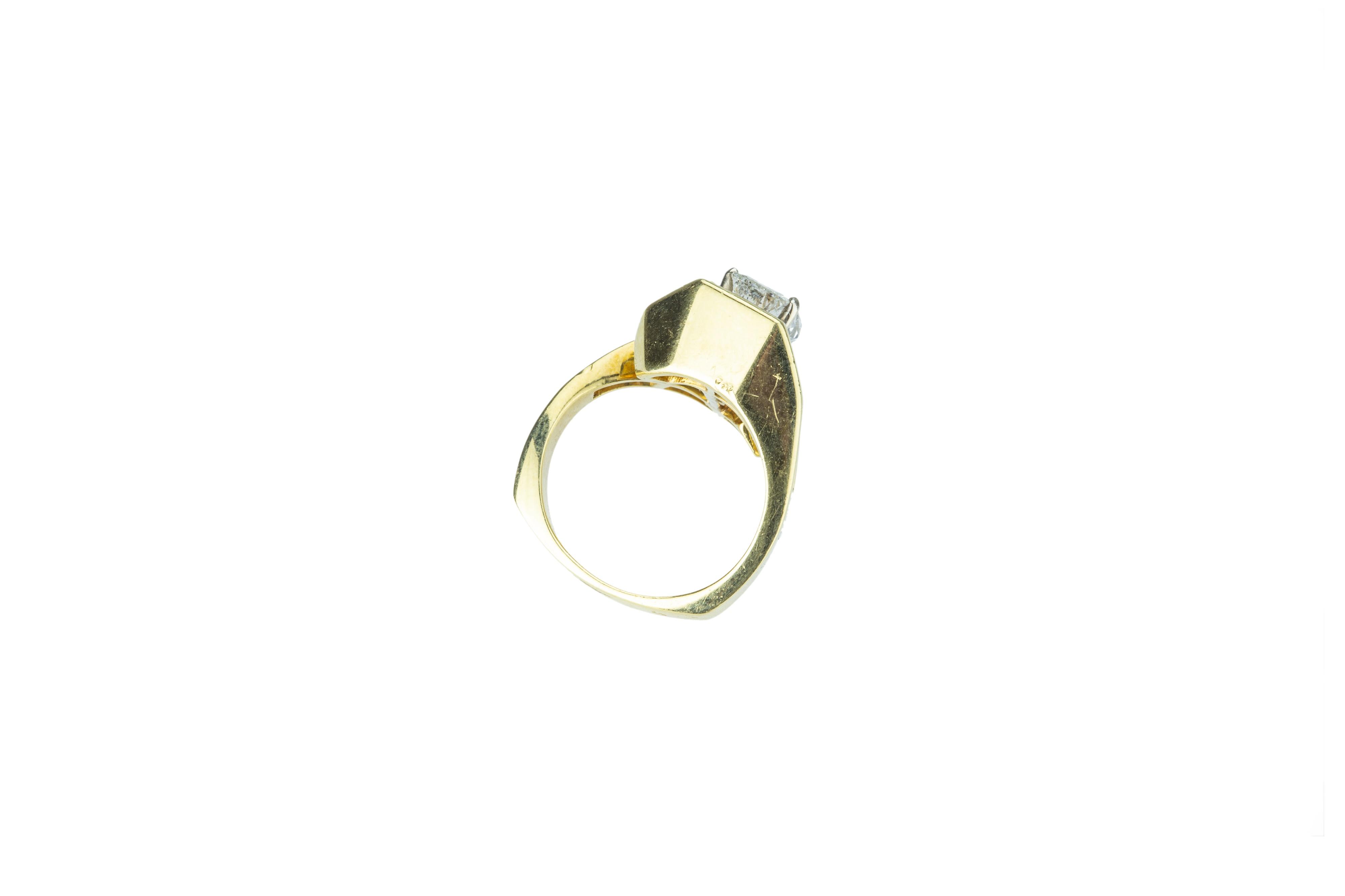 A flamboyant diamond dress ring. - Image 4 of 5