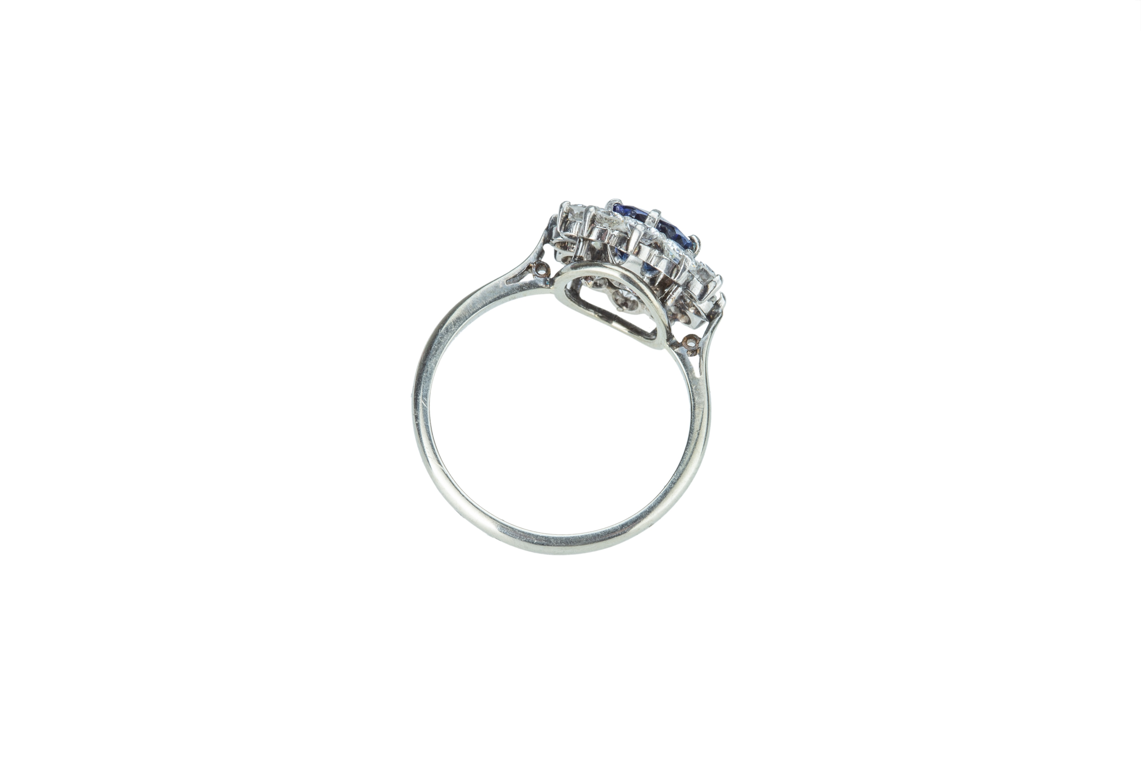 A striking sapphire and diamond cluster ring. - Image 3 of 4