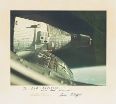 Gemini 6.- Stafford (Thomas) The spacecraft approaches to within inches of Gemini 7 in the first …
