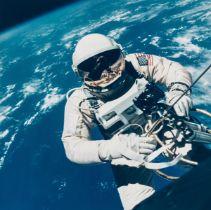 Gemini 4.- McDivitt (James) Ed White walking in space over El Paso, Texas, June 1965, vintage …