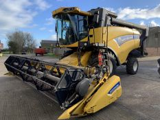 2012 New Holland CX5080 Combine Harvester YX62 BYZ, 885 threshing hours, 20' extending bed header