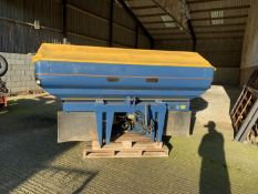 2011 KRM M2W twin disc fertiliser spreader with weigh cells