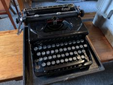 Everest portable typewriter