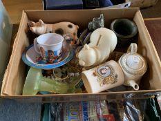 Box of miscellaneous ornaments inc Silver Jubilee