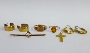 9ct gold jewellery to include a Gents signet ring, bar brooch, crucifix pendant, two pairs of