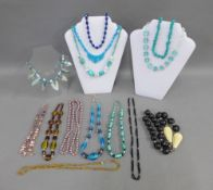 Fourteen various coloured hardstone and bead necklaces (14)