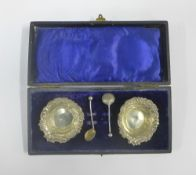 A pair of Edwardian silver salts, complete with their original salt spoons, William Oliver,