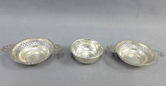A pair of silver quaich style pin dishes, Birmingham 1946 and a another, Sheffield 1972, (3)
