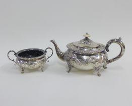Victorian silver teapot and matching sugar bowl, London 1898 (2)